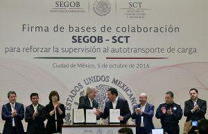 Firman SEGOB y SCT para reforzar la supervisión al autotransporte de carga