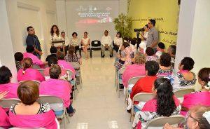 Encabeza Chirstelle Castañón de Moreno la donación de pelucas para la reintegración de las pacientes con cáncer
