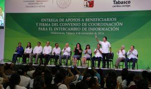 Atestigua Gaudiano entrega de apoyos federales a familias de Centro