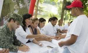 Encabeza Laura Fernández ceremonia de sorteo del servicio militar nacional en Puerto Morelos