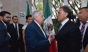 Asiste Arturo Núñez Jiménez a toma de protesta del gobernador de Veracruz