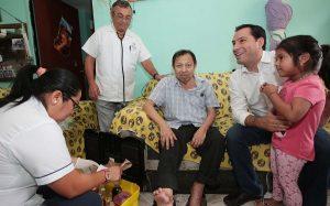 El alcalde, Mauricio Vila Dosal, supervisa el programa «Médico a Domicilio»