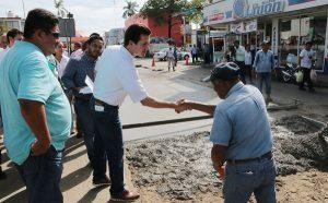 Supervisa alcalde Gaudiano obras en el centro de la ciudad