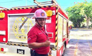 El Cuerpo de Bomberos brinda apoyo a los vacacionistas en puestos carreteros de Cancún