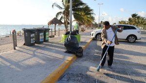 Dependencias municipales intensifican trabajos de limpieza en las playas de Cancún