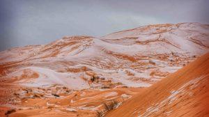 En el desierto del Sahara cae nieve