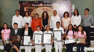 Christelle Castañón de Moreno entrega Premio Estatal de Atención del Adulto Mayor 2016