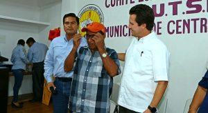 Encabeza Gaudiano entrega de lentes graduados a 273 trabajadores del SUTSET en Centro