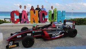 Rugen los motores de pilotos F4 en las calles de Cancún