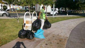 Apoya Servicios Municipales recolección de basura en la Bonampak y zonas del Malecón Tajamar