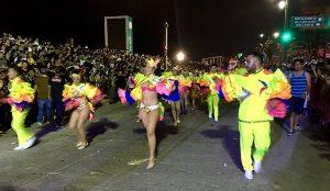 Veracruzanos y turistas disfrutan con alegría el primer desfile de Carnaval Veracruz 2017