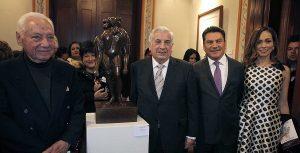 Inaugura Arturo Núñez Jiménez exposición Comunión de trazos en CDMX