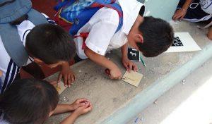 Taller de grabado ambulante para niñas y niños en Yucatán