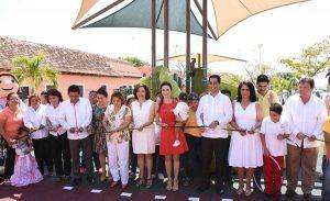 Christelle Castañón de Moreno inaugura módulo de juegos infantiles inclusivo en gira por Carmen