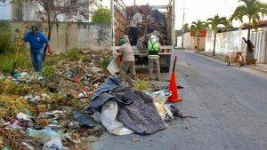 Limpia servicios públicos basureros clandestinos en las regiones 210 y 226 en Benito Juárez