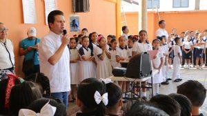 Mantiene Gaudiano visitas a centros escolares para fomentar valores cívicos en los estudiantes