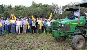Dan banderazo en Cárdenas al programa de mecanización agrícola