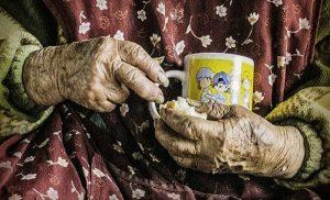 Anciana se queda sin su apoyo por tener 116 años
