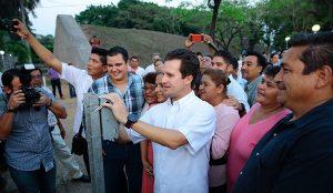 Inauguran islas-jardineras en Paseo Tabasco y luces LED en letras Villahermosa