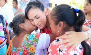 Celebra Laura Fernández a mamás de Leona Vicario