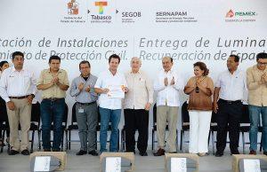 Recibe Centro del gobierno del estado 350 luminarias donadas por Petróleos Mexicanos