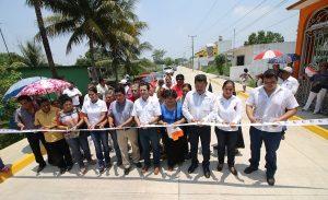 Entrega Gaudiano tres calles de concreto hidráulico en la Ra. Buenavista Río Nuevo 2da