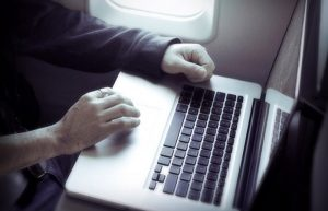 Prohibirá Estados Unidos Laptops y Tablets provenientes de Europa