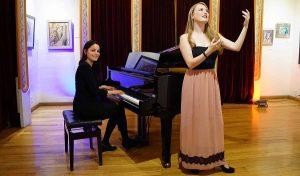 Festejan a las mamás con recital de piano y canto en la Casa de Tabasco en México
