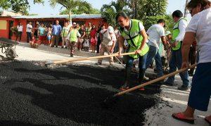 Laura Fernández pone en marcha el programa emergente de bacheo en Puerto Morelos