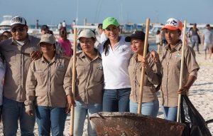 Activa gobierno de Laura Fernández plan emergente para afrontar el arribo masivo de sargazo