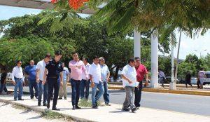 Aviso de inicio de trazos viales sobre avenida Tulum en Benito Juárez