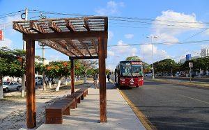 Usuarios del transporte público beneficiados de la moficiación de vialidad en avenida Tulum