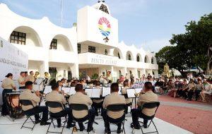 Banda musical de X Región Militar engalana Plaza de la reforma a Cien años de la Constitución de 1917