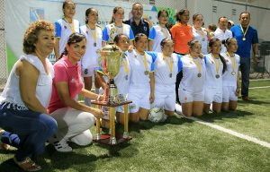 Encabeza Laura Fernández premiación del torneo femenil de futbol 7 en Puerto Morelos