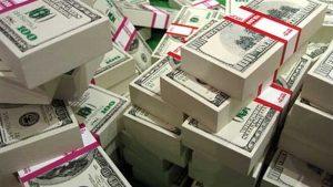 El dinero sí compra la felicidad, sugiere estudio