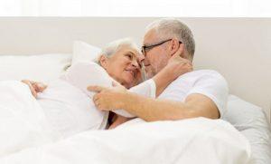 Adultos mayores pueden y deben disfrutar su sexualidad: Especialistas