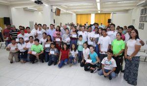Entrega Gaudiano a talentos deportivos de Centro apoyos correspondientes a 2017