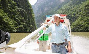 Verifica Manuel Velasco trabajos de limpieza en el emblemático Cañón del Sumidero