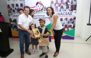 Dibuja DIF Centro sonrisas en menores con la primera entrega de pelucas oncológicas