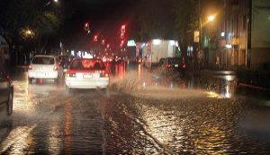 Lluvias generan encharcamientos en la Ciudad de México