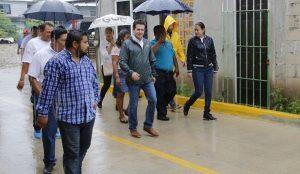 Inaugura Gaudiano calle Galeana, en colonia Miguel Hidalgo, donde antes introdujo el drenaje