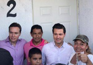 Entrega Peña Nieto casas a damnificados en Chiapas