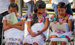 Libros artesanales, poderosas herramientas de difusión en lengua maya