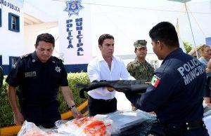 Entrega de 300 chalecos balísticos al personal de la policía municipal de Benito Juárez