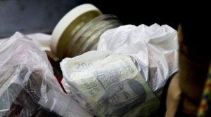 Recuperan Federales dinero y objetos hallados bajo escombros