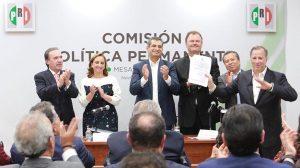 Meade entrega al PRI carta de intención para precandidatura presidencial