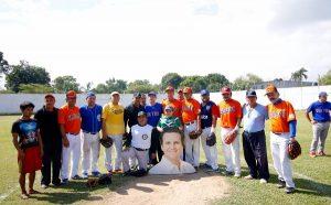 Convive personal del Ayuntamiento de Centro con taxistas en partido de softbol