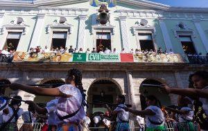Vistoso desfile por el 107 aniversario de la Revolución Mexicana en Yucatán