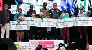 Premia gobierno de Remberto Estrada a ganadores absolutos del 33 Maratón Internacional de Cancún