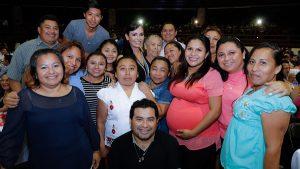Felicita Laura Fernández a familias de Puerto Morelos y Quintana Roo
